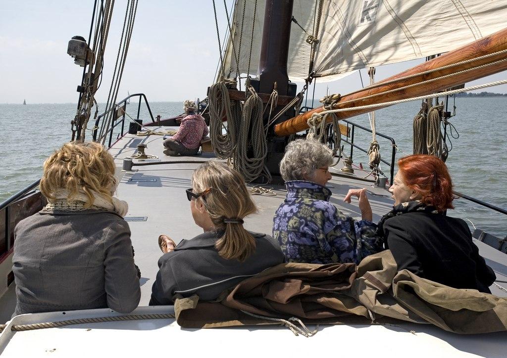 genieten aan dek van het zeilschip