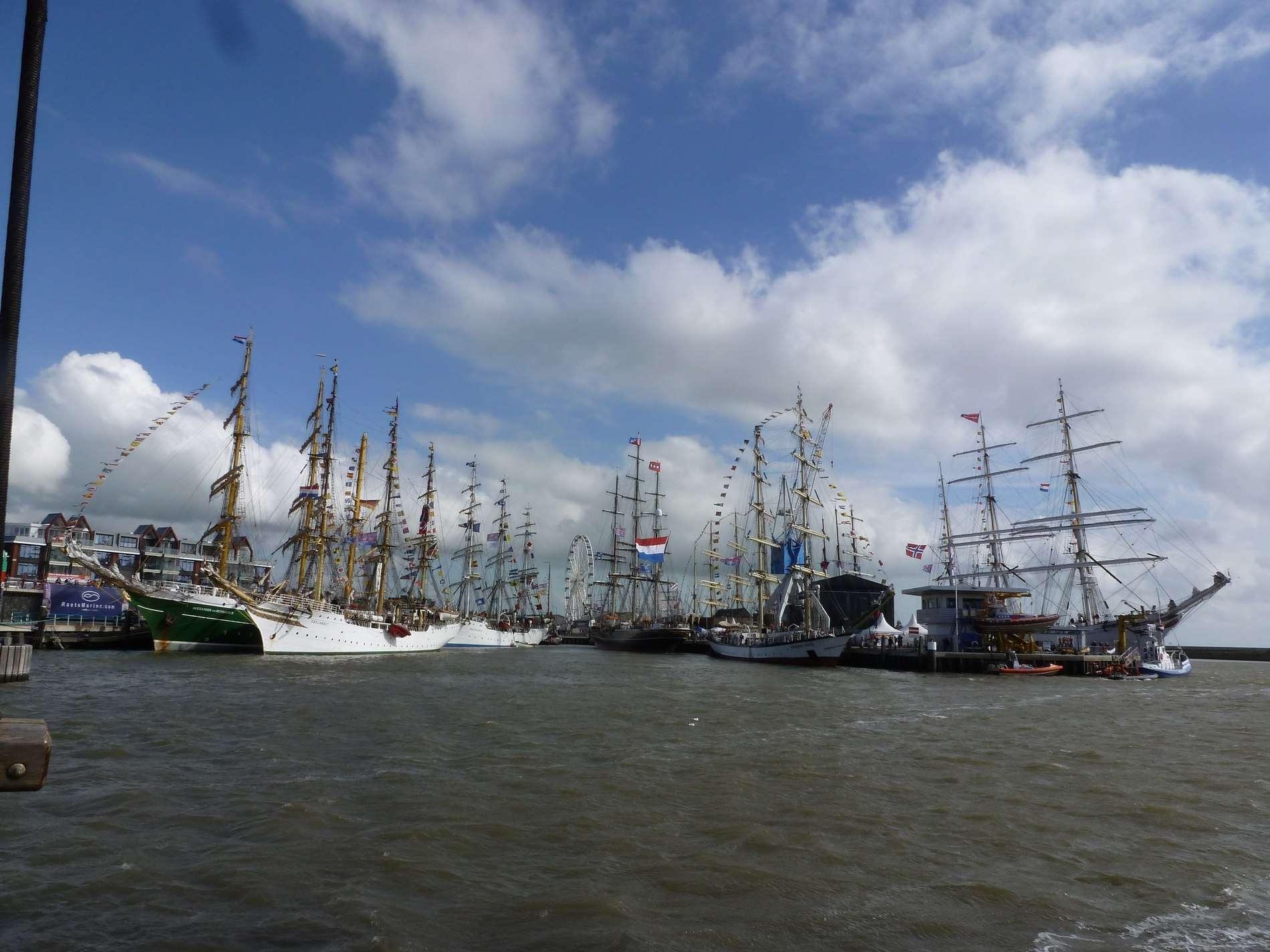 Sail Harlingen vanaf het water
